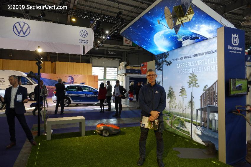 HUSQVARNA : Découvrez l'innovation technologique EPOS, un système de navigation par satellite avec barrière virtuelle pour de nouveaux modèles de robots tondeuses Automower®