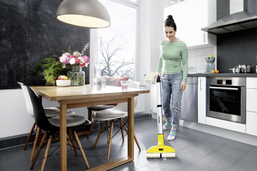KARCHER HOME & GARDEN : Nouveau nettoyeur de sols sans fil Kärcher FC 3, un appareil électrique qui permet aussi aux jardiniers amateurs de s'attaquer aux traces et aux taches sur tous types de sols durs