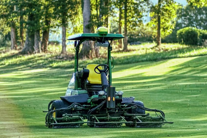 John Deere annonce un accord exclusif avec la société néerlandaise Precision Makers afin de développer conjointement des tondeuses autonomes pour les golfs et les terrains de sport